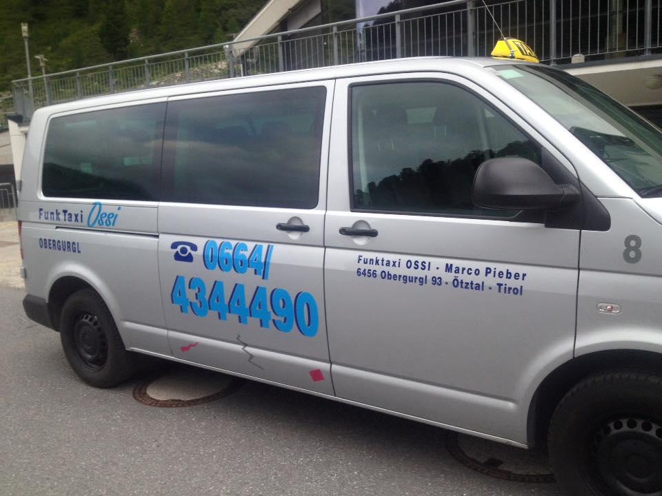 Taxi Ossi Bus von der Seite